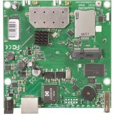 RB912UAG-2HPnD 600MHz CPU, 64MB RAM, 1xGigabit Ethernet, onboard 2.4Ghz wireless, miniPCI-express, USB, SIM slot, RouterOS L4