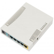 RB951Ui-2HnD 2.4GHz AP with five Ethernet ports and PoE output on port 5. It has a 600MHz CPU, 128MB RAM and a USB port.